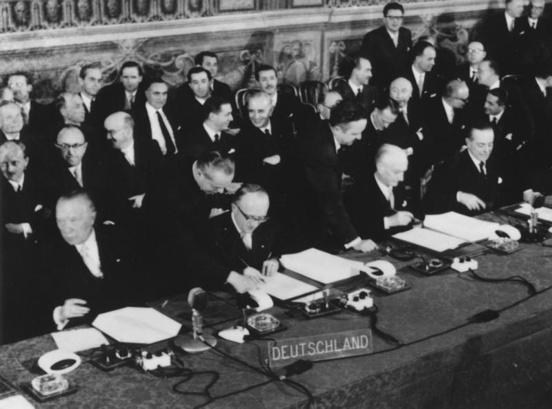 1957 : un nazi, signe le traité de Rome qui donne naissance à la CEE