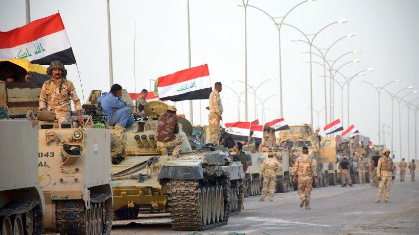 Mossoul : soldats irakiens et combattants kurdes