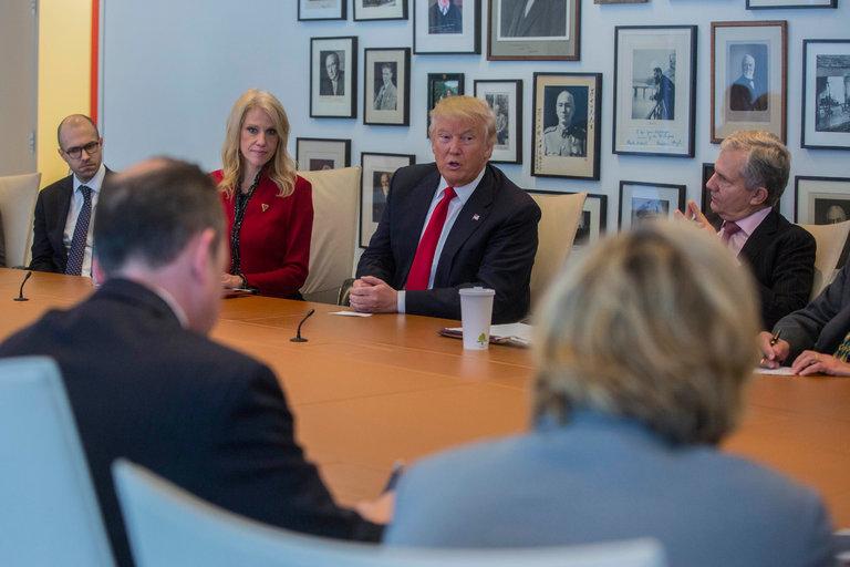 Donald Trump rencontre les équipes du NYT, devenu un tabloïd à ragots, et qu'il a tant attaquées.