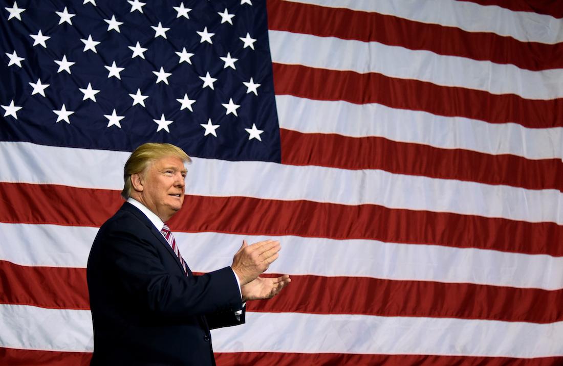 Double victoire de Trump : l'hymne national, ce sera debout ; les musulmans qu'on ne peut contrôler, ce sera dehors