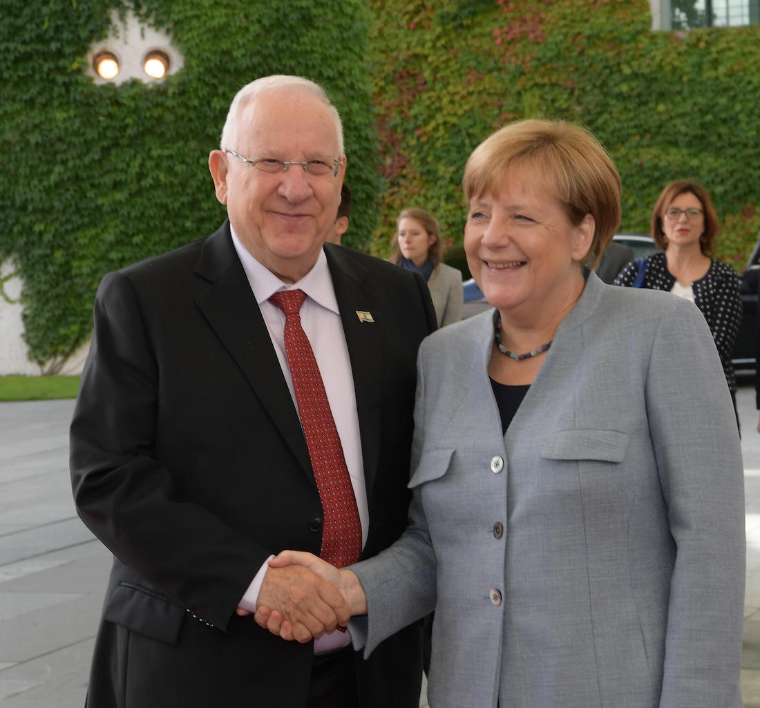 Angela Merkel, ennemie n°1 d'Israël: Elle a empêché le président roumain de déplacer son ambassade à Jérusalem