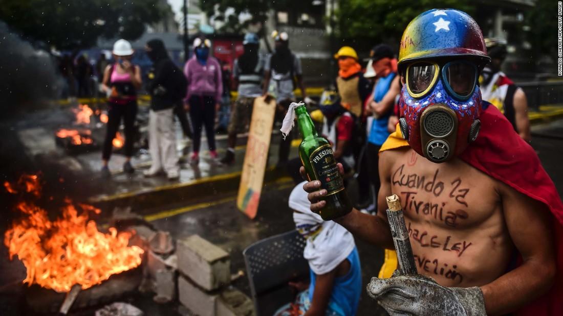 Ou est le fake? 170807130709-01-venezuela-unrest-0804-super-169